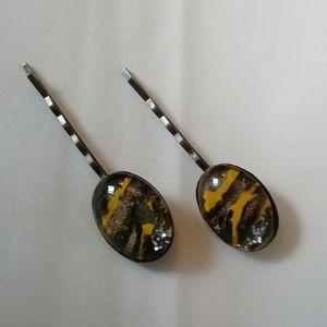 Black and yellow hair pin set